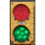 5. Semafor cu senzor de mișcare – arată lumina verde șoferului camionului, permițând deplasarea pe rampă, și se schimbă în roșu, atunci când acesta trebuie să se oprească.